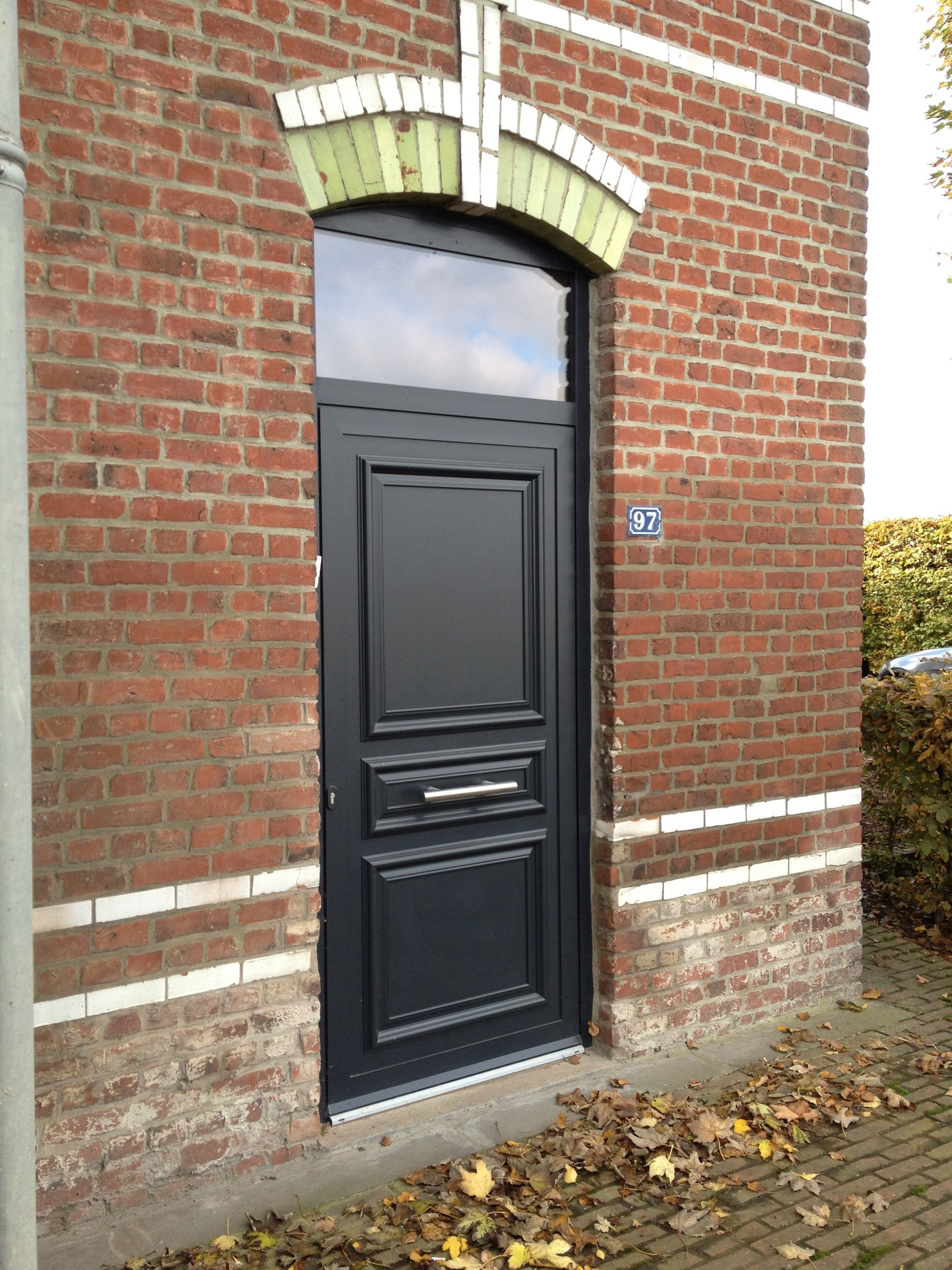 Porte aluminium Frager Fralu sur cadre Technal Soleal PY