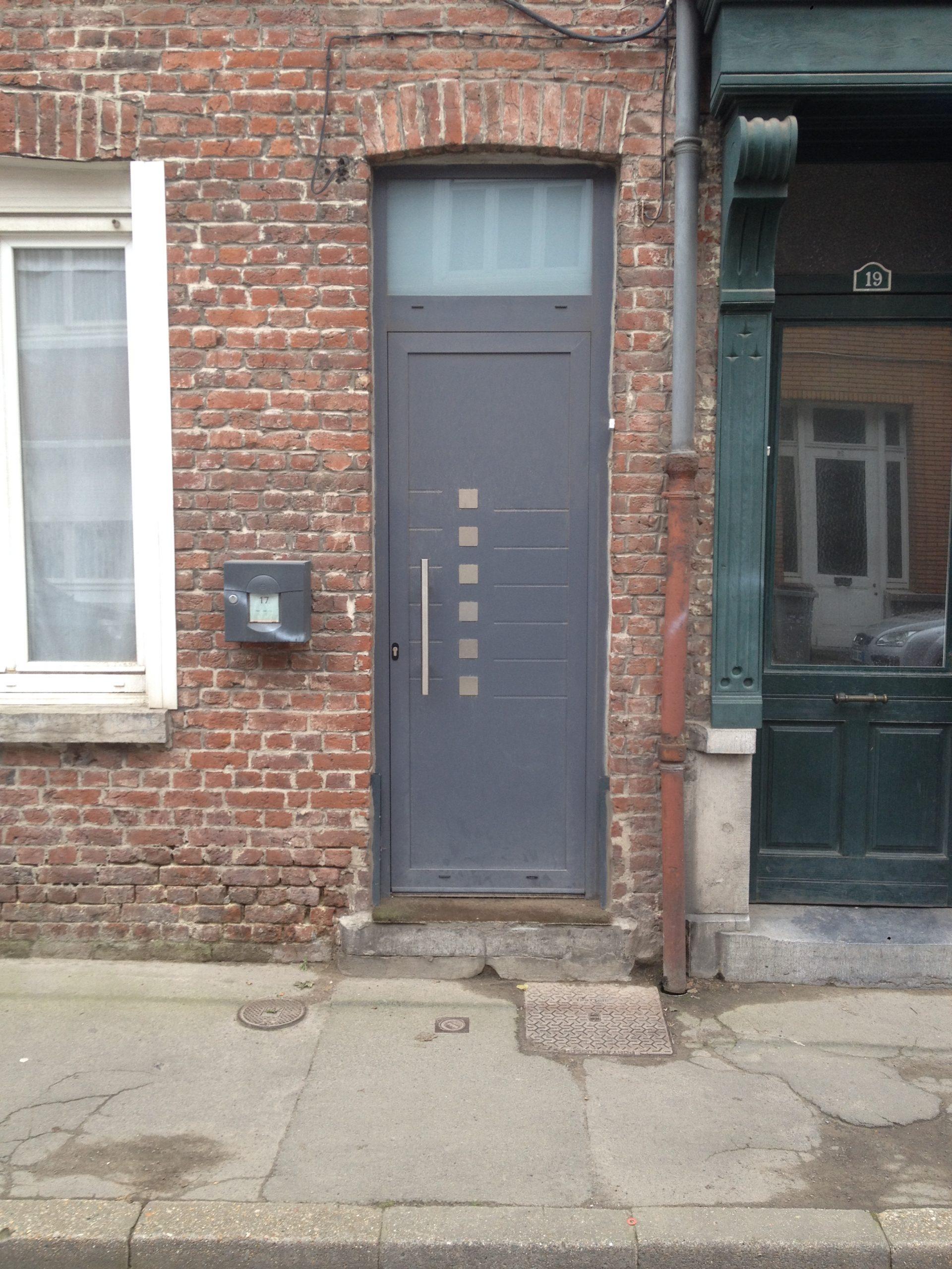 Porte d'entrée aluminium pareclosée Terres de Fenêtre