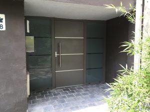 Portes d'entrée en Aluminium, bois, PVC, mixte, verre ou blindée
